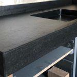 Graniti-Cusio-Lavabo-Bagno-nero-assoluto-fiammato-e-spazzolato